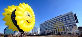 Welcome Hotel Frankfurt am Main - Außenansicht Mit Welcome-Ballon