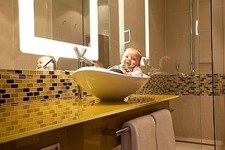 249 komfortable Waschbecken + Betten für die großen Gäste im neuen Hilton Frankfurt Airport im THE SQUAIRE - d